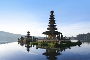 lake brataan temple dawn bali